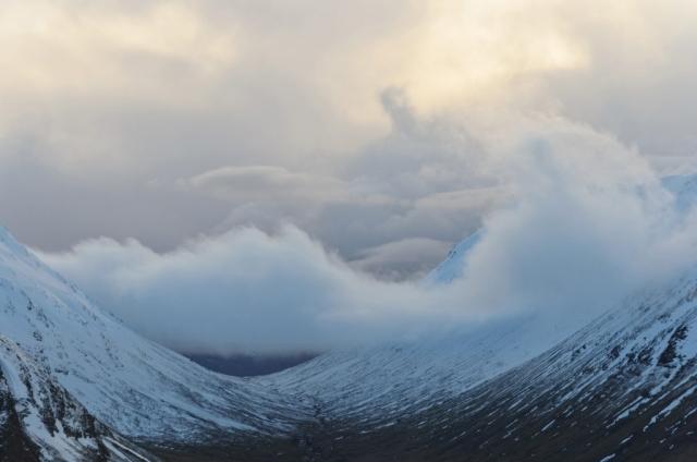 Wolkentreiben bei Beinn a Chrulaiste, Glencoe, Schottland