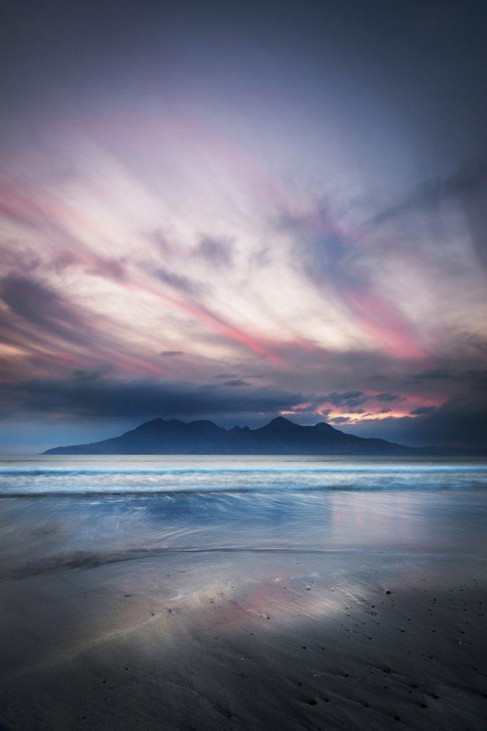 Abendglühen, Bay of Laig, Insel Eigg, Schottland